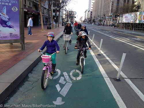 Védett kerékpársáv